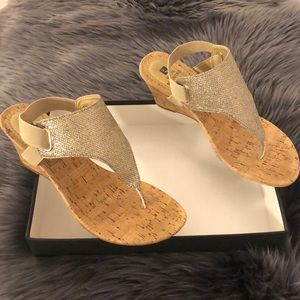 White Mountain Shoes - Gold Wedge Sandals ✨